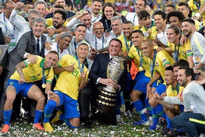 Brasil está de vuelta en casa y quiere defender el título.  Foto: AFP.