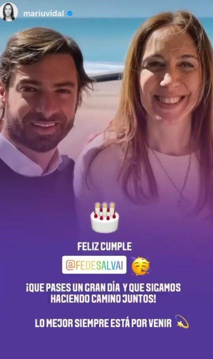 María Eugenia Vidal y su sugerente saludo a su mano derecha Federico Salvai