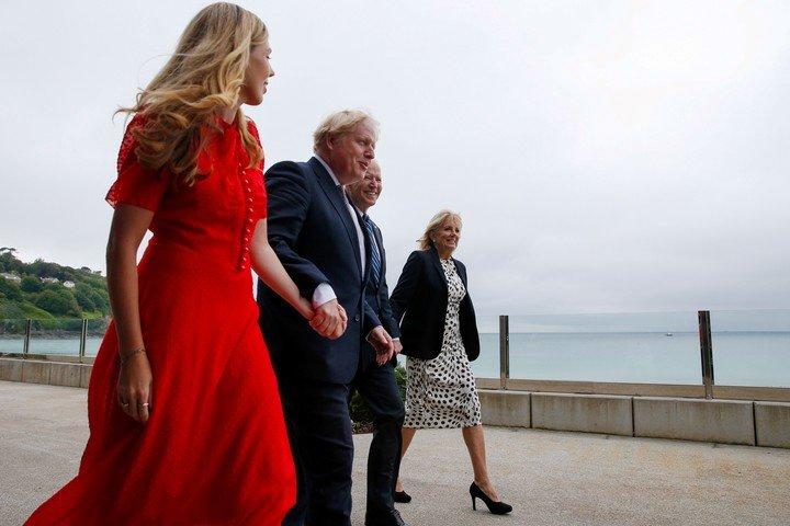Boris Johnson y su esposa Carrie Johnson, junto con Joe Biden y Jill Biden en Carbis Bay.  Foto: EFE