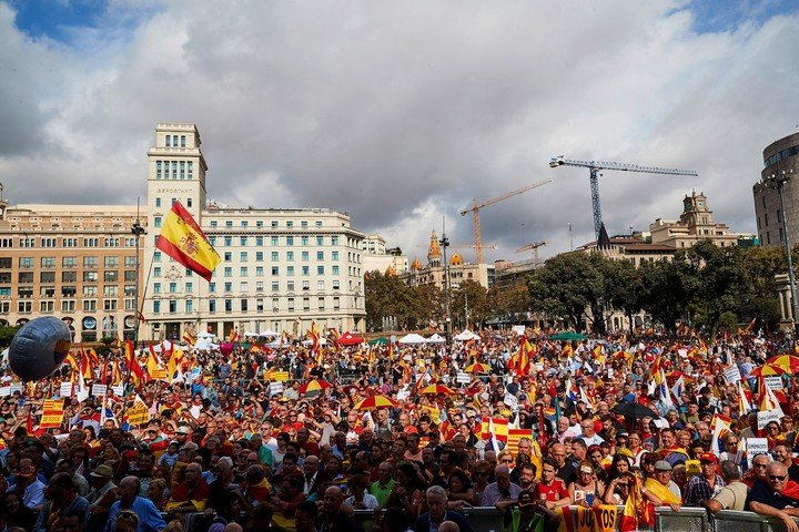 Marcha de diferentes entidades favorables a la unidad de España, en Barcelona.  Foto: EFE
