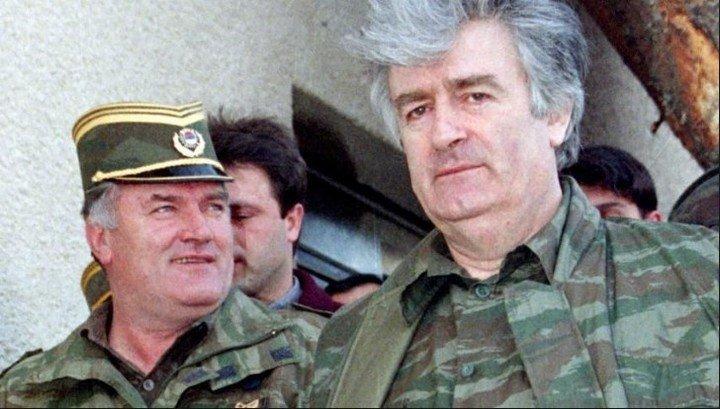 El general Ratko Mladic y el líder serbiobosnio, el médico psiquiatra Radovan Karadzic. Ambos condenados a prisión perpetua por el genocidio de bosnios musulmanes en Srebrenica, crímenes de guerra y delitos de lesa humanidad.