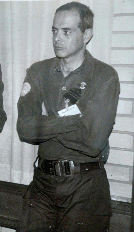 Sarajevo, julio de 1992. En el PTT, el mayor Jorge Reta en la conferencia de prensa diaria que brindaba a las 9 hs. Naciones Unidas. Concurrían más de 100 periodistas internacionales. Foto: gentileza brigadier Jorge Reta