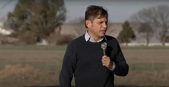 """Axel Kicillof en un acto político en Guaminí para el """"Ruta de los cereales""""."""