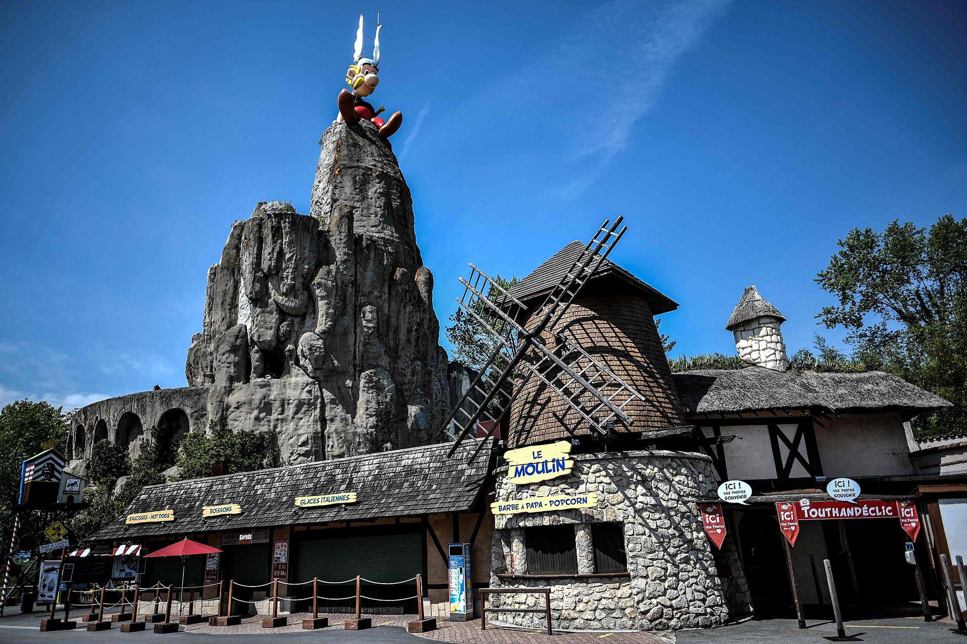 Parc Asterix se encuentra a 35 km al norte de París, su ubicación es estratégica ya que es de fácil acceso en coche y transporte público