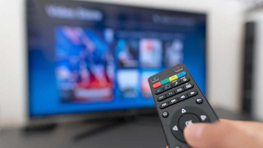 La compra incluye los servicios de televisión DirecTV y Sky en Brasil.