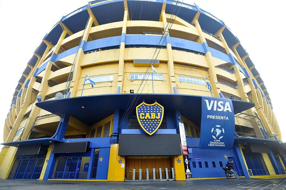El cuarto motivo, también futbolístico, es el estadio de Boca Juniors, La Bombonera.