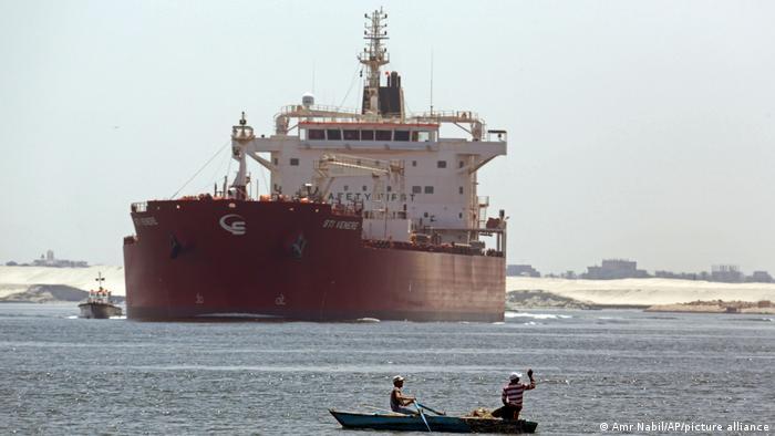 Envío de Egipto en el Canal de Suez, cerca de Ismailia