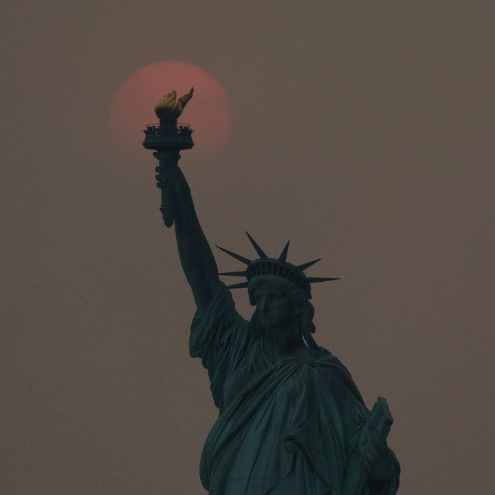 Nueva York, bajo el humo de los incendios en el oeste del país.  Foto: REUTERS