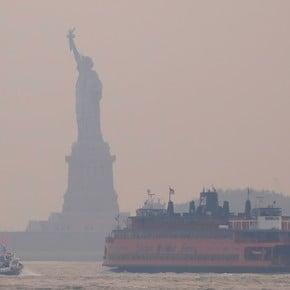 En fotos: el humo de los incendios forestales en el oeste del país llega a Nueva York