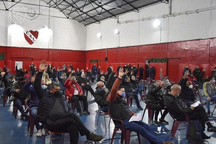 La dirección logró aprobar el presupuesto, pero hacía calor.  (Foto: Prensa Independiente)