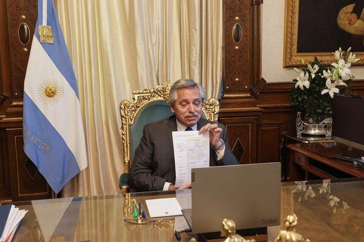 Alberto Fernández celebró la aprobación de Gamaleya de la producción del Sputnik V en Argentina.  Foto Presidencia.