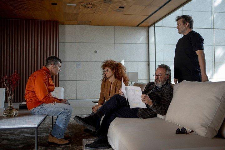 Antonio Banderas, Penélope Cruz y Oscar Martínez, con Gastón Duprat.