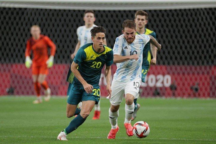 La selección olímpica argentina perdió 2-0 ante Australia en su debut.  Foto: ASANO IKKO / AFP.