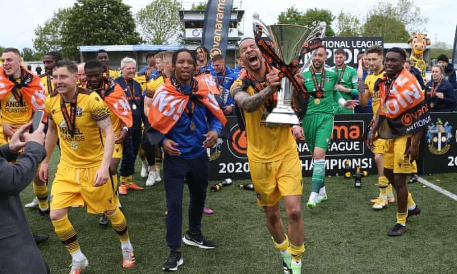 Sutton disfruta de su promoción, que ha costado casi 1 millón de libras esterlinas en mejoras del estadio.