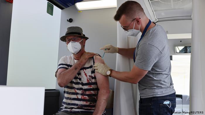 Desastre por inundaciones en Alemania autobús de vacunación contra el coronavirus Ahrweiler