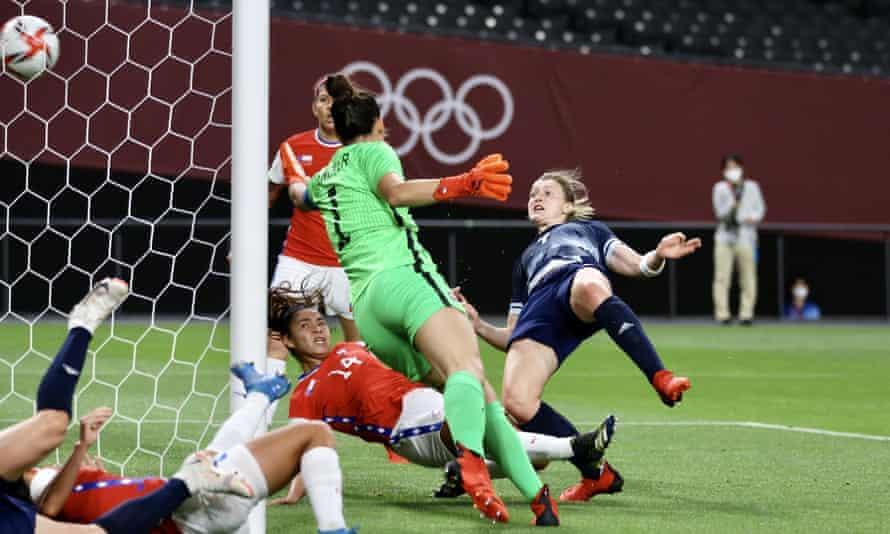 Ellen White le da al equipo GB la ventaja contra Chile.