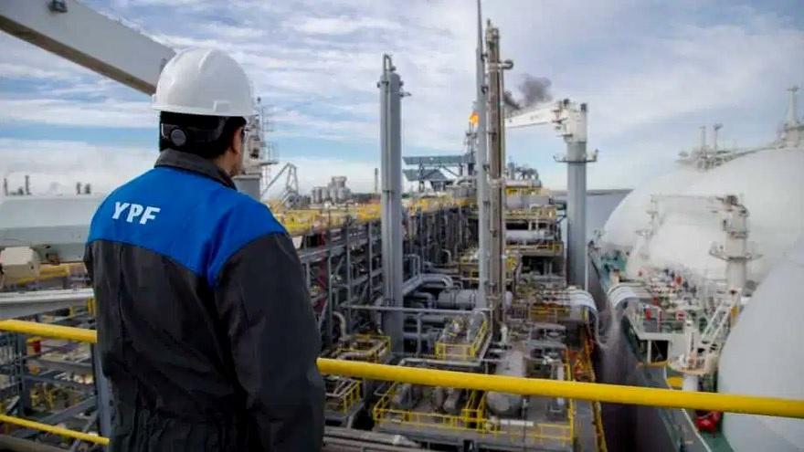 Por otro lado, existirá un régimen para la producción de gas natural con incentivos vinculados al abastecimiento del mercado interno y al acceso a las exportaciones en virtud de una mayor producción.