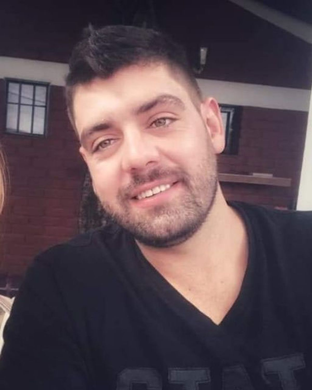 Moisés Pérez, Moncho para sus amigos, es comerciante y juega balonmano en el Municipio de Maipú.