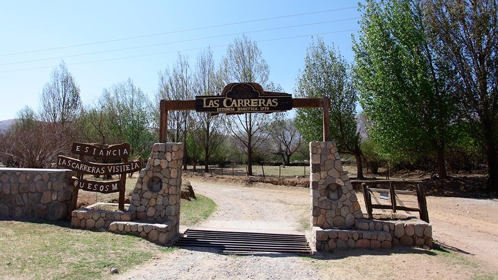 Las Carreras ofrece al visitante un recorrido por la quesería, conociendo el proceso y degustando el producto final.