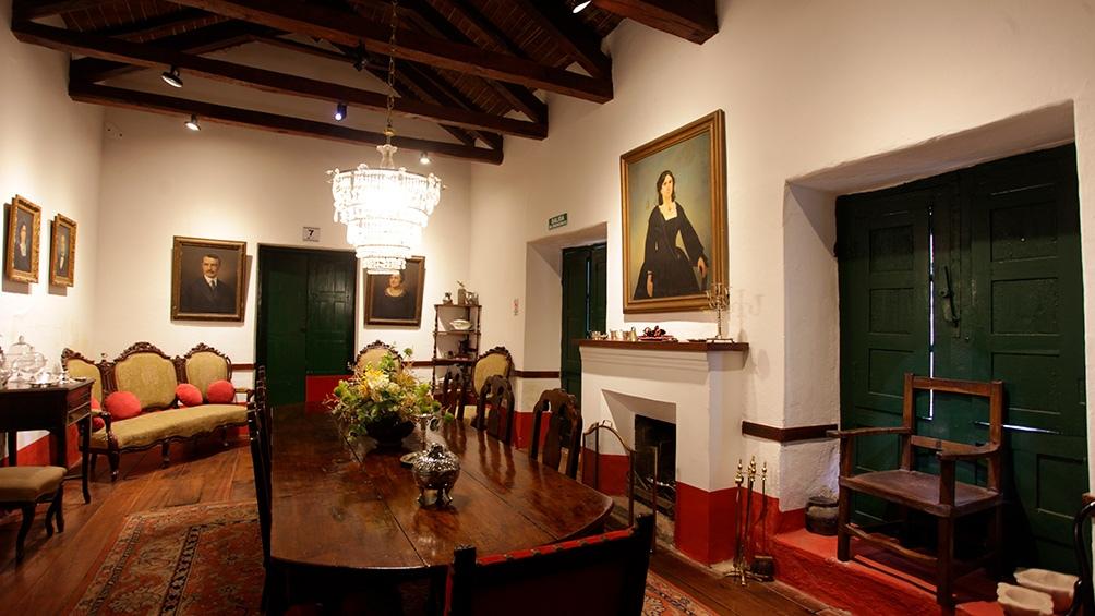 En Los Cuartos se pueden ver muebles, ropa de hace dos siglos, cuadros originales e incluso cubiertos de colección.