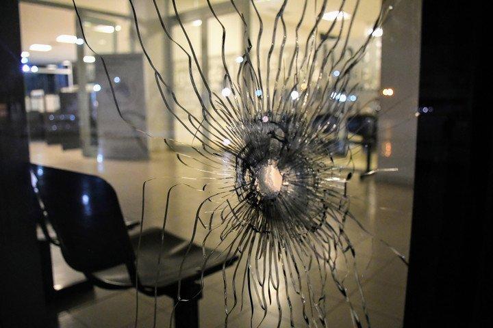 Antes del juicio de Los Monos, hubo un ataque a tiros en el Centro de Justicia Criminal.  Foto Juan José García