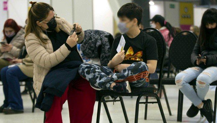 Adolescente con comorbilidades vacunado en agosto en la Ciudad.  Foto: Macarena Bultri