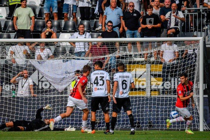 Gol de Daniel Maldini.  EFICAZ