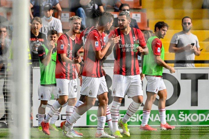 Gol de Daniel Maldini.  AFP.