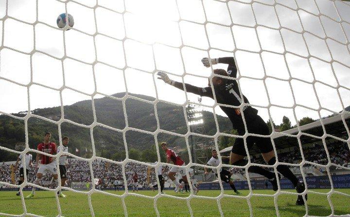Gol de Daniel Maldini.  REUTERS
