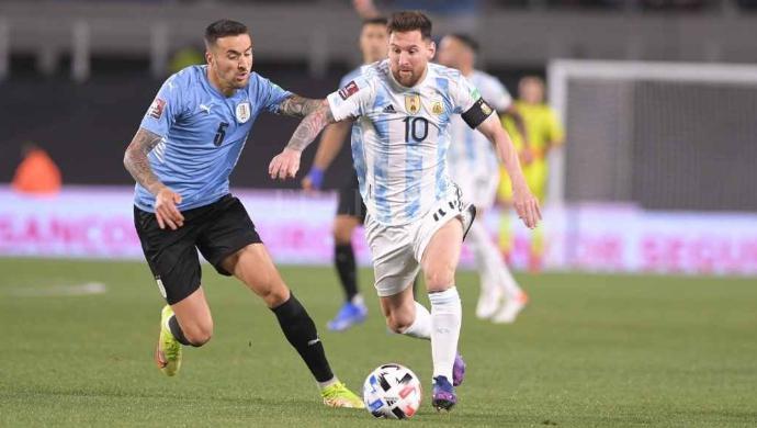 Clasificatorios, 5to encuentro, Argentina 3- Uruguay 0