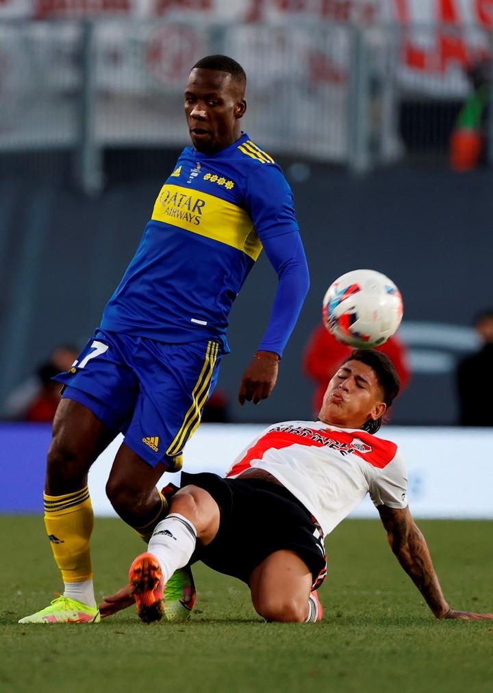 Advíncula en su último partido con Boca, ante River.