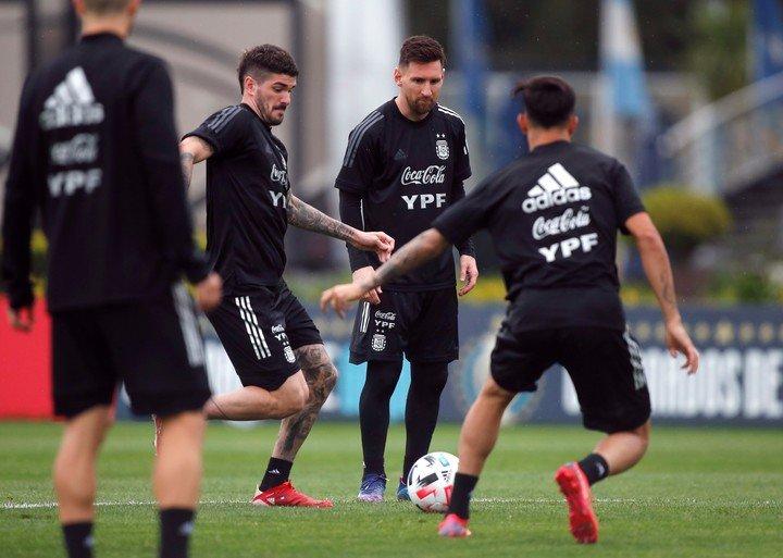 Messi, atento en los entrenamientos.  REUTERS / Augustin Marcarian
