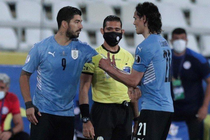 Suárez y Cavani, contra Brasil (efe).