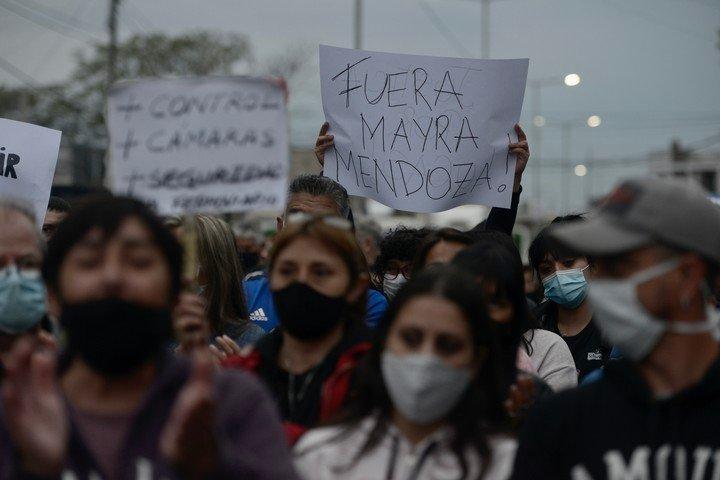 La denuncia contra la alcaldesa de Quilmes, Mayra Mendoza, durante la manifestación.  Foto Andrés D'Elia