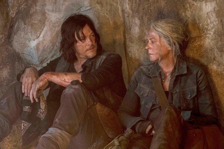 Los personajes Daryl Dixon y Carol son los únicos que sobrevivieron de la primera temporada de la serie madre.  Foto Archivo Clarín