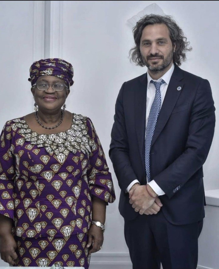 Santiago Cafiero en el G20 con el director general nigeriano de la Organización Mundial del Comercio (OMC), Ngozi Okonjo-Iweala,