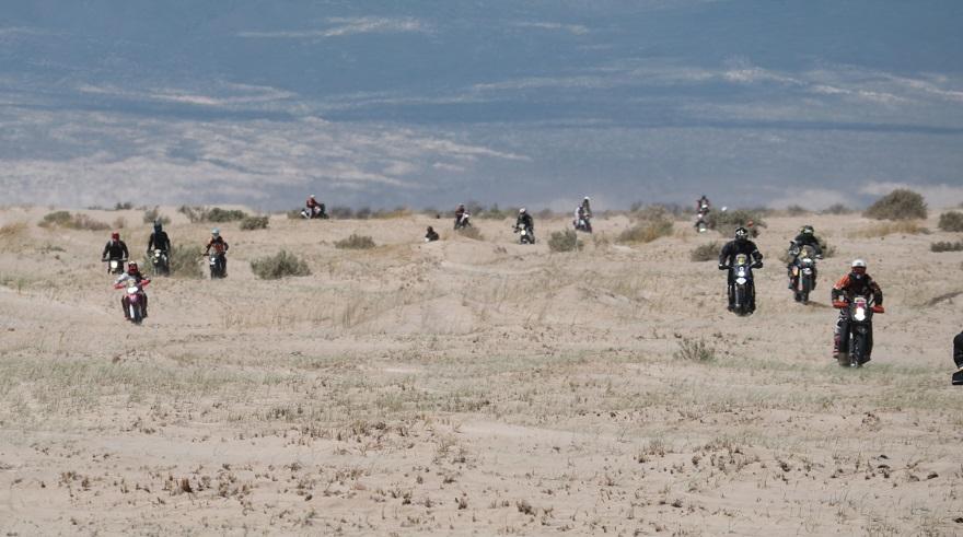 Decenas de motocicletas participaron en el evento de 2020.