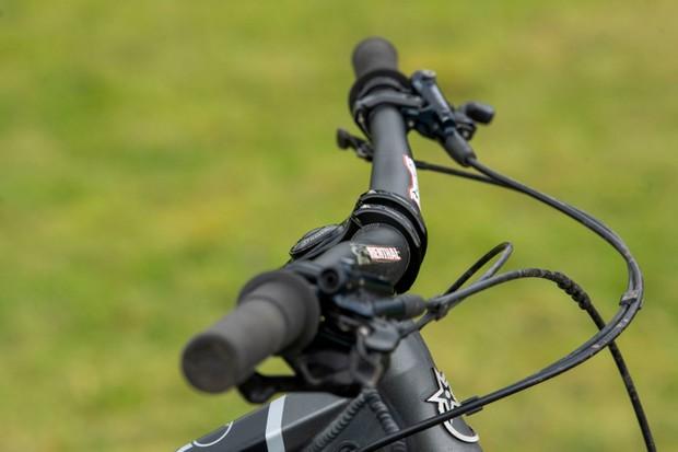 Mountain bike riser handlebar