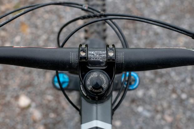 Mountain bike handlebar clamp