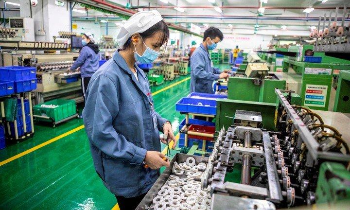 Los teléfonos móviles de Apple se fabrican en la planta de Foxconn en China.  Foto: EFE.